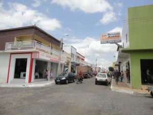 Rua Sebastião Arrais, no centro comercial da cidade de Pio IX