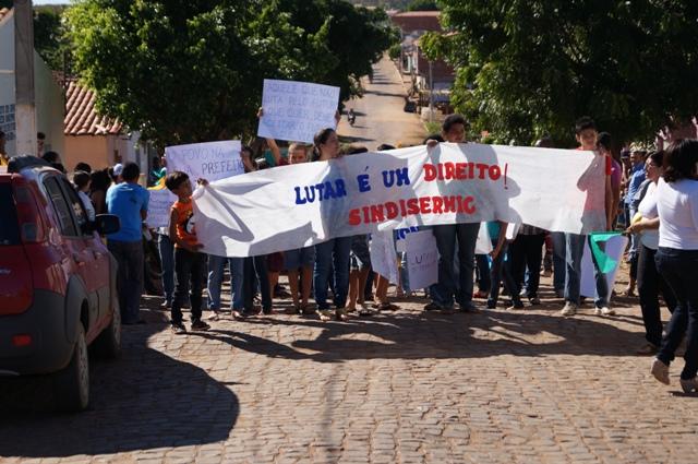 Photo of Servidores públicos de Isaías Coelho realizam manifestação por melhorias de trabalho