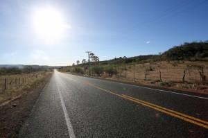 Trecho da PI142 que liga os municípios de Caldeirão Grande a Fronteiras