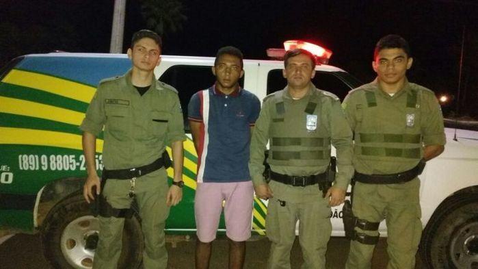 Photo of Jovem é preso acusado de furtar R$ 9 mil de comércio