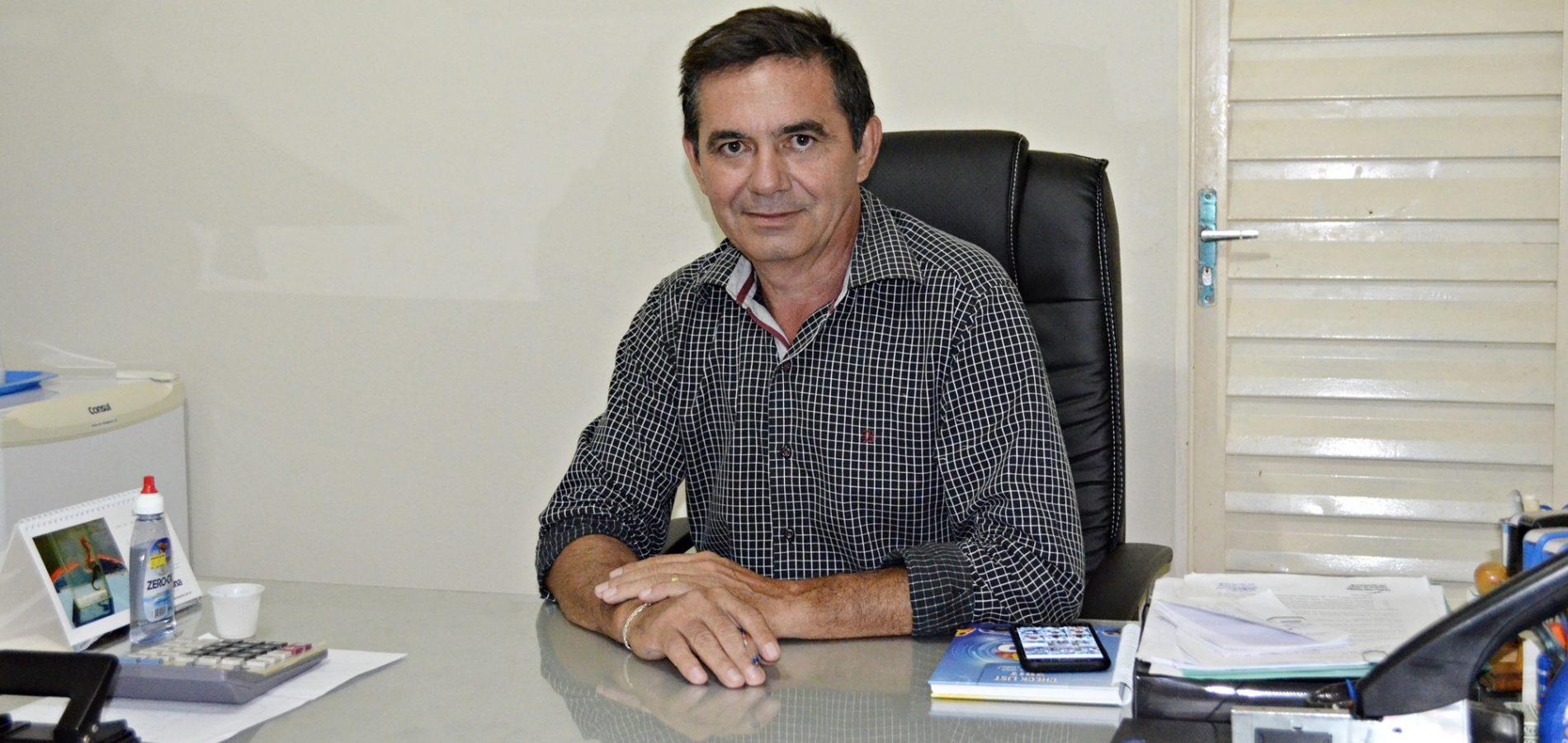 Photo of Prefeito paga salários atrasados da gestão anterior e diz que Geminiano tem dívidas impagáveis