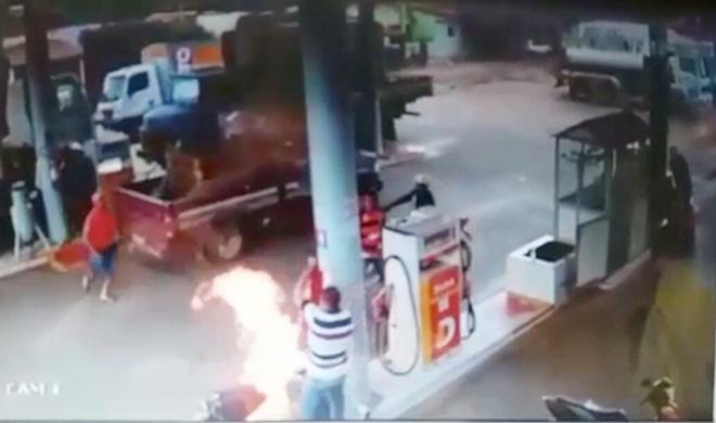 Photo of Moto incendeia com criança na garupa em Simões