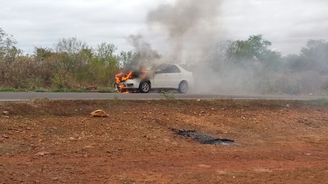 Photo of Carro pega fogo na estrada de Bocaina