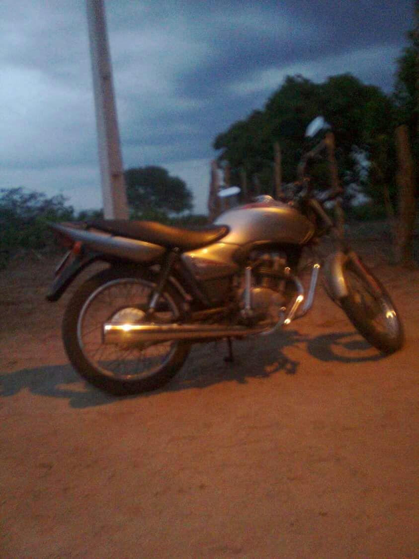 Photo of Jornalista tem motocicleta furtada em Geminiano