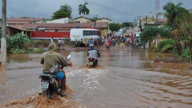 Photo of Riacho transborda e população fica ilhada em Isaías Coelho