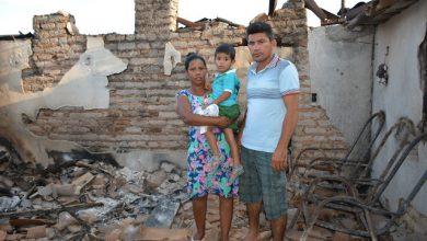 Photo of Em Fronteiras, curto circuito provoca incêndio em residência e família perde tudo