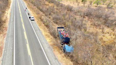 Photo of Problema mecânico causa acidente com caminhão na BR 407, em Jaicós