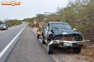 Acidente na BR 407, na comunidade Morro do Padre, distante cerca de 5 km da cidade, sentido Picos.