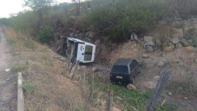 Photo of Fronteiras: Ambulância tomba ao prestar socorro a vítimas de acidente