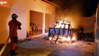 Photo of Carro incendeia dentro de residência em Jaicós e corpo de bombeiros controla chamas