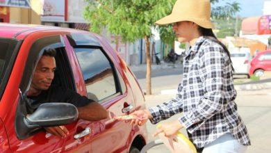"""Photo of """"Ganho meu pão com muito orgulho"""" diz mulher que vende picolés pelas ruas de Jaicós"""