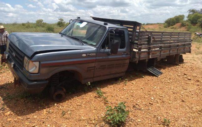 Veículo foi encontrado depenado em Patos do Piauí