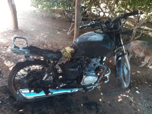 Menor ateia foto em moto