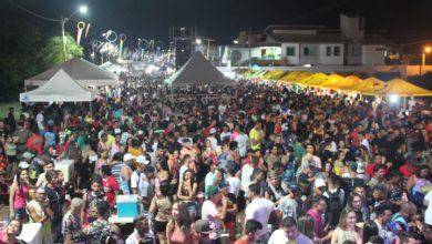 Photo of Milhares de foliões prestigiam primeira noite de carnaval na Avenida Beira Rio; Veja fotos