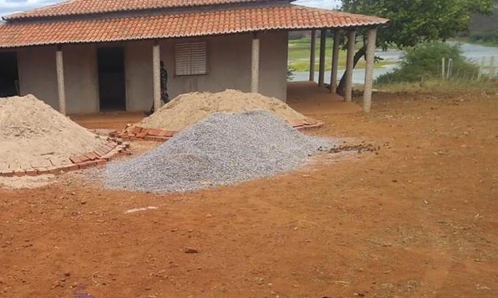 Vítimas foram assassinadas com tiros na cabeça e braço dentro de chácara — Foto: Divulgação/PM