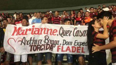 Photo of Torcedor de Dom Expedito Lopes pede namorada em casamento durante jogo do Flamengo